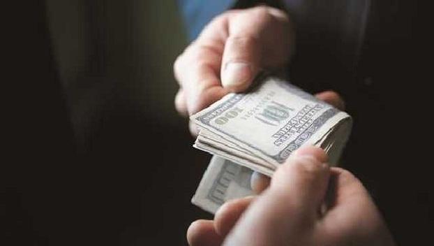 Больше половины украинцев вовлечены в коррупцию
