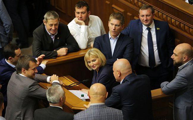 Поделили по-депутатски: как власти используют бюджетные деньги в предвыборной борьбе