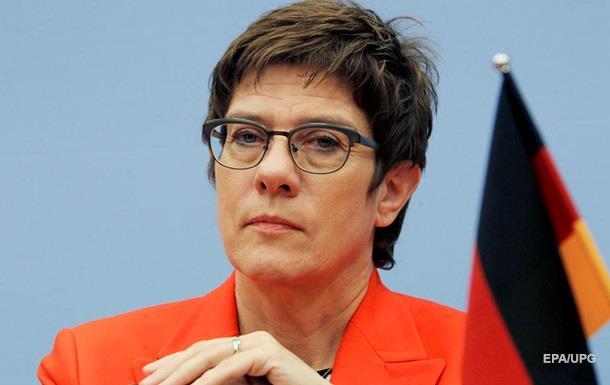 Преемница Меркель призвала не молчать об аннексии Крыма