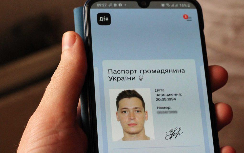 «А нормальный есть?»: как реагируют в магазинах и банках на электронный паспорт