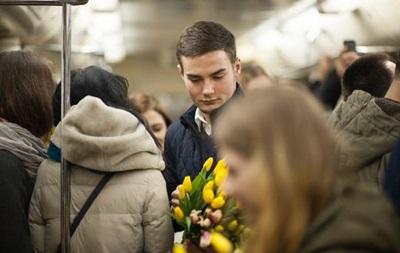 Праздновать 8 марта будут почти 70% украинцев — опрос