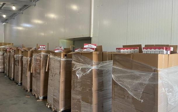 «Табачно-вишневая» контрабанда: изъятые сигареты оценили в 10 млн