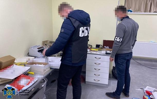 В Украине ликвидировали крупный канал продажи контрафактных сигарет