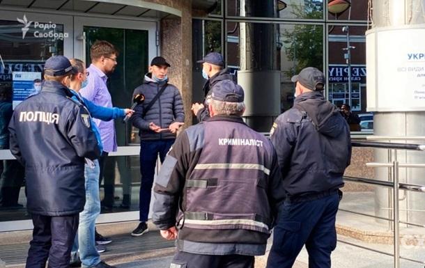 Журналисты Схем сообщили о нападении во время интервью в Укрэксимбанке